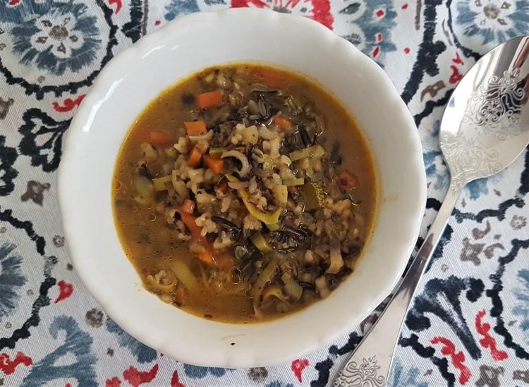 Sopa de verduras con arroz salvaje.jpg