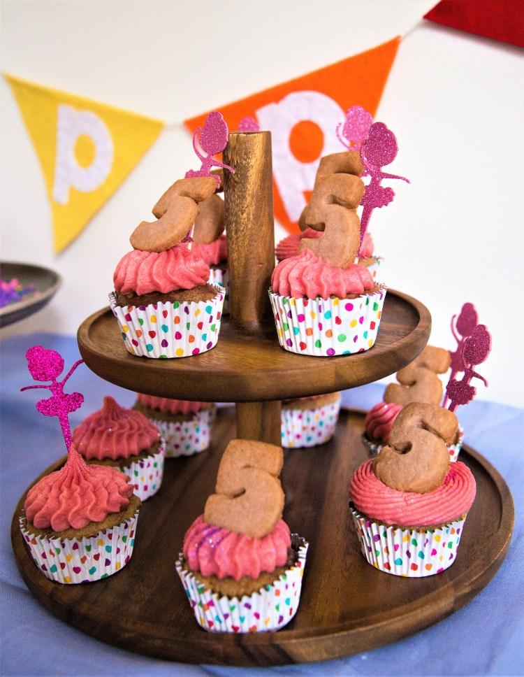 Cupcakes marmoleados con betún de frambuesa.jpg