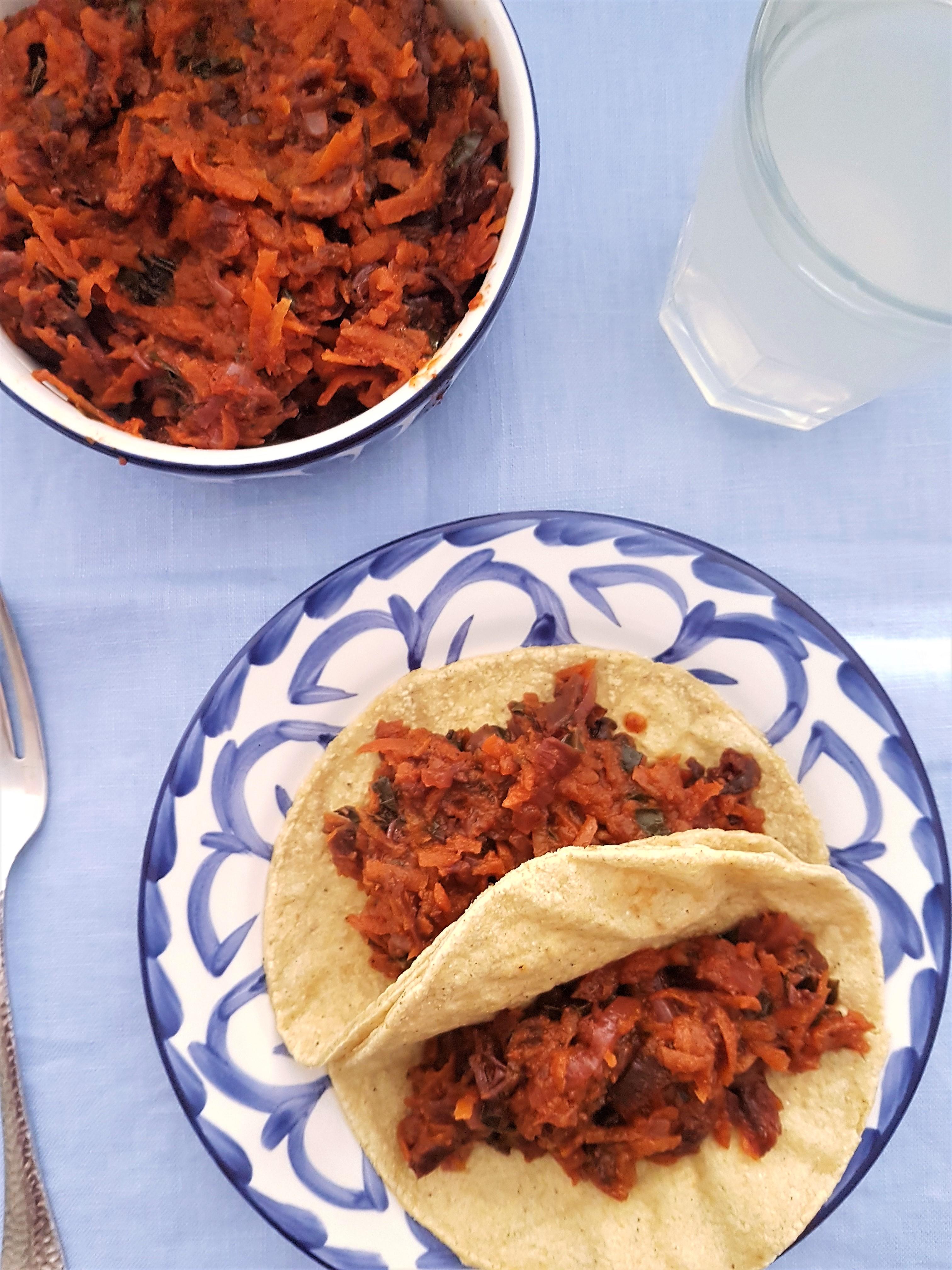 Tinga de jamaica, zanahoria y espinaca