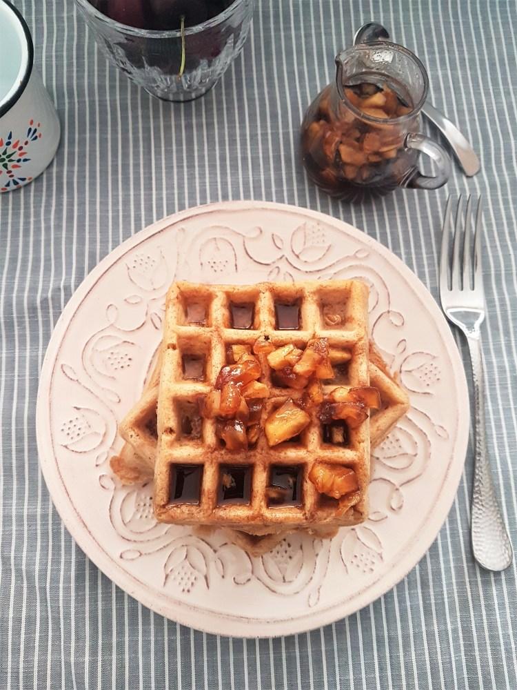 Waffles de avena y canela con miel de manzana