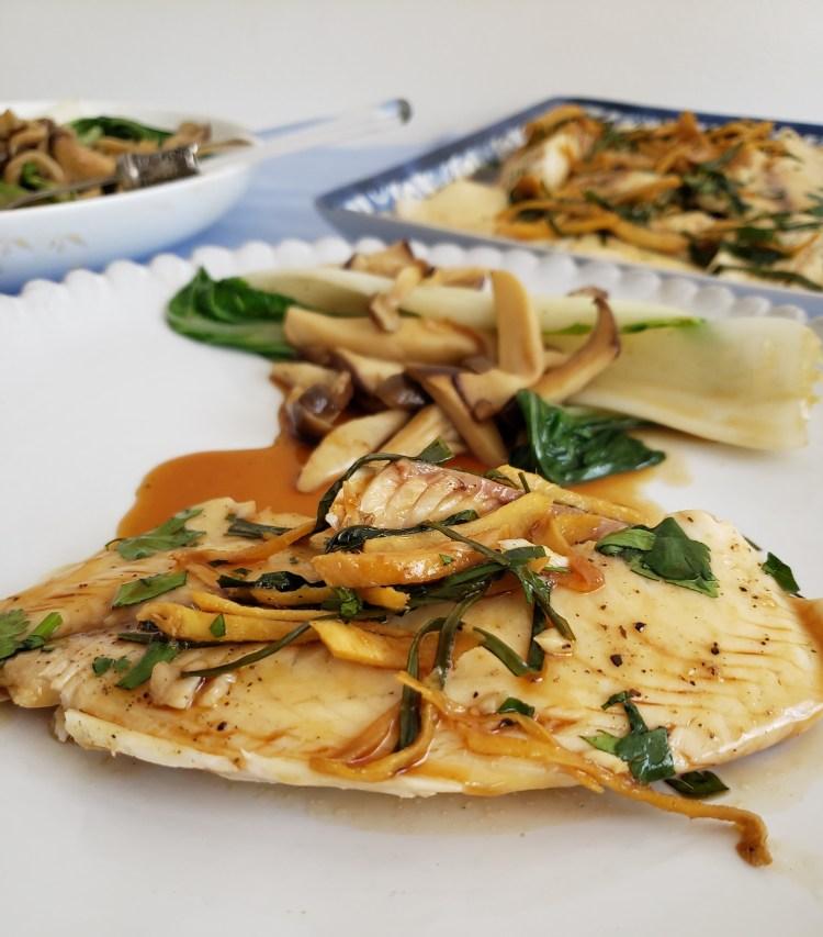 Filetes de mojarra con jengibre y cebolleta