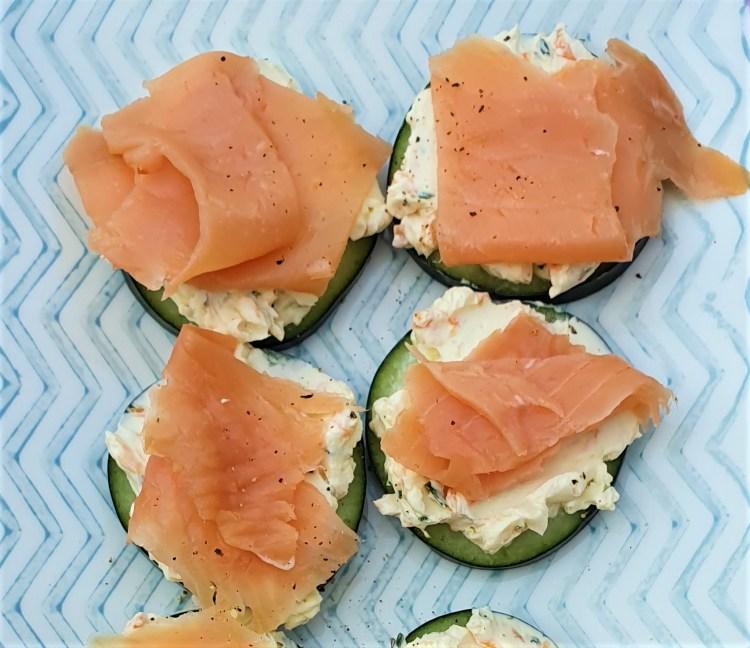 Botana de salmón y pepino