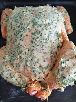 Pollo rostizado con mantequilla, ajo y hierbas