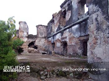 Situs Pesanggrahan yang rusak