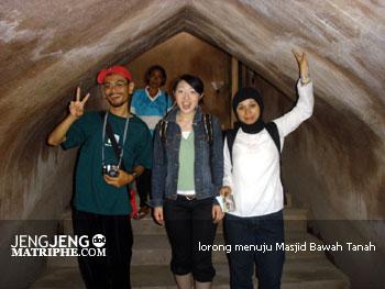 lorong menuju Masjid Bawah Tanah