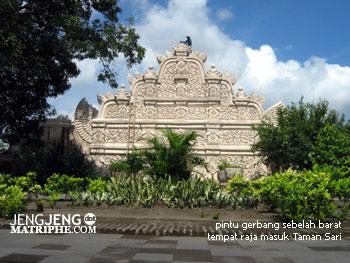pintu gerbang sebelah barat tempat raja masuk Taman Sari