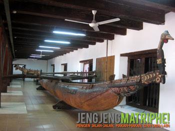 Perahu cadik Papua