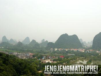 Pemandangan Kota Guilin dari Guangming Hill, Reed Flute Cave