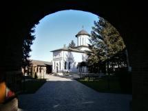 Plumbuita Monastery, arcade access