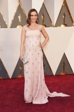 Emily Blunt, vestido por Prada.