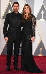 Christian Bale e Sibi Blazic, terno por Dolce & Gabbana.