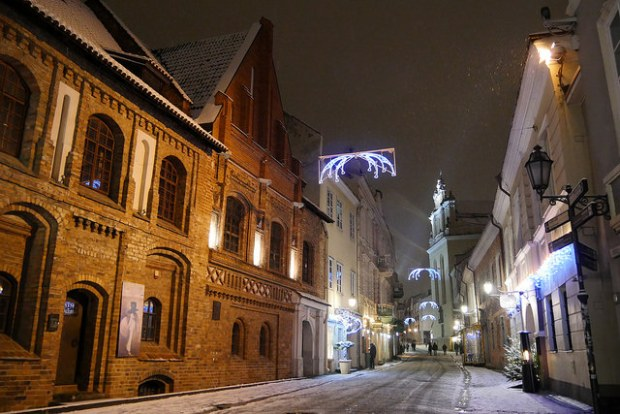 A winter night in Vilnius Old Town. Photo: Zoi Koraki/Flickr.