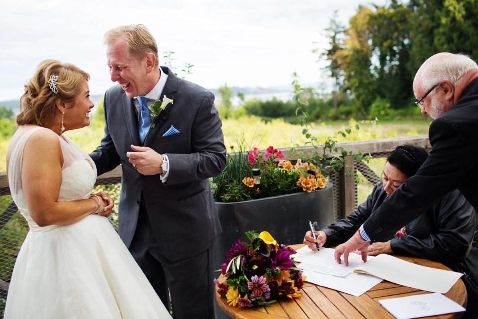 Sea Cider Farm Ciderhouse Wedding In Saanichton With Yolanda Phil