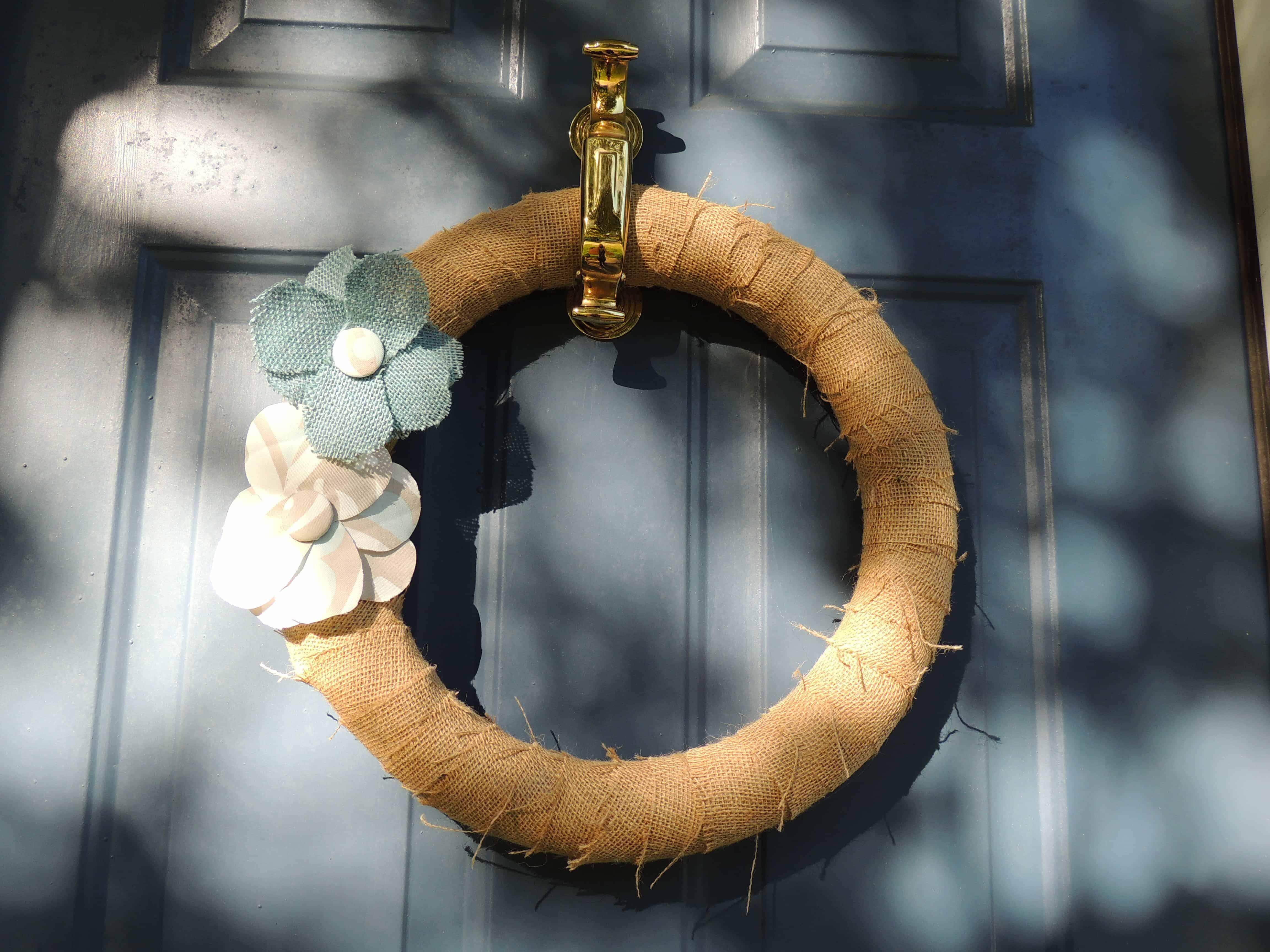 This super simple DIY burlap wreathe is perfect for your front door