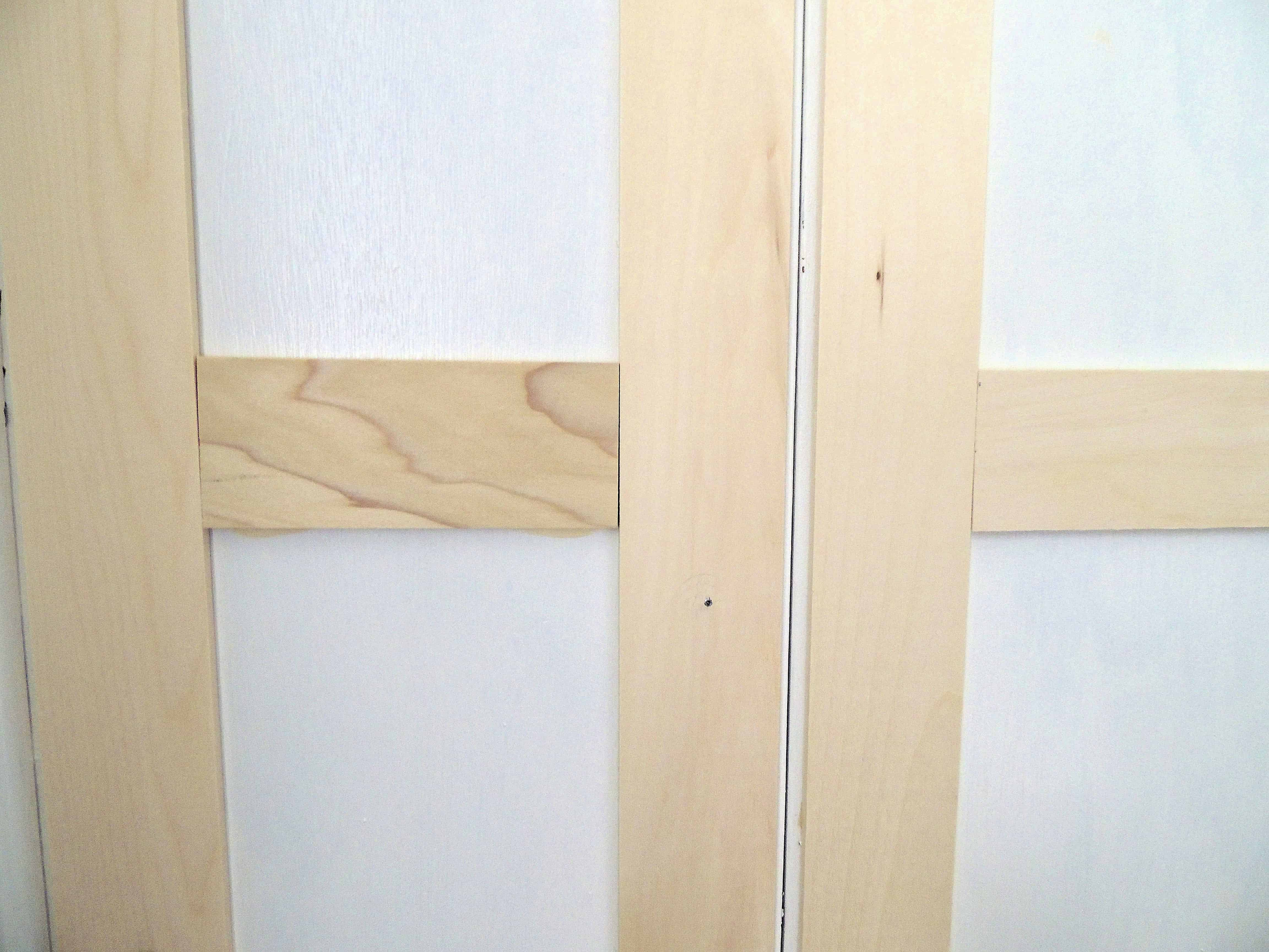 A close-up of the horizontal trim  meeting the vertical sides