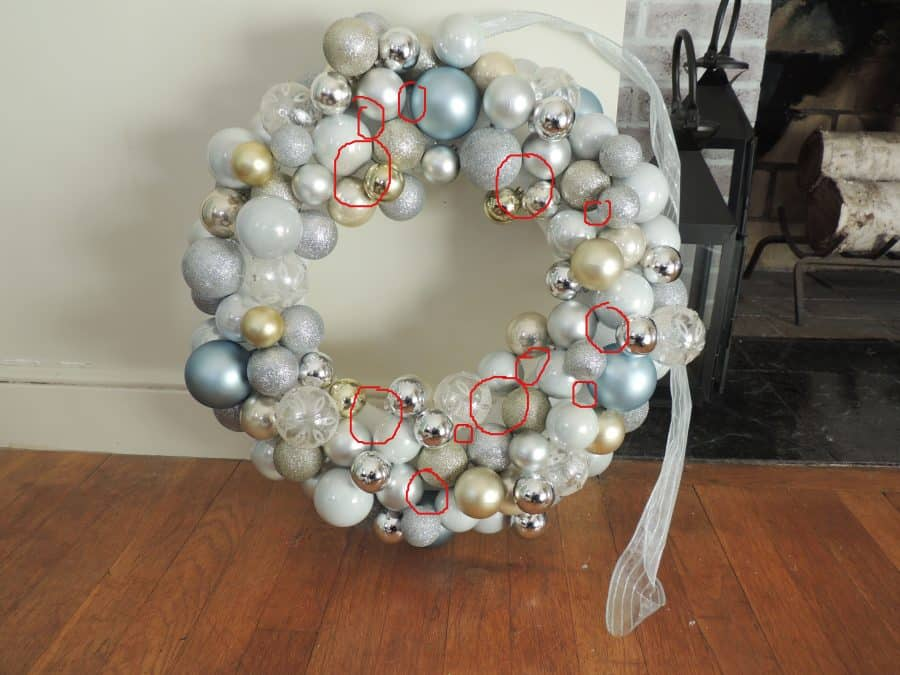 You might notice smaller gaps in your filled-in ornament wreath. Fill these in with ribbon or smaller pieces.
