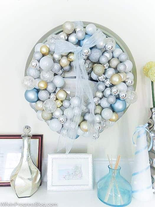 This Christmas ornament wreath is an easy DIY that's perfect for holiday home decor