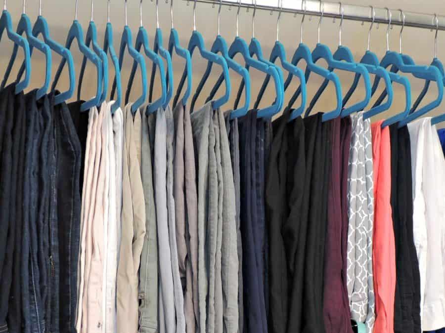Neatly hang pants using felt hangers
