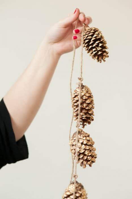 Gold leaf crafts: pine cone garland