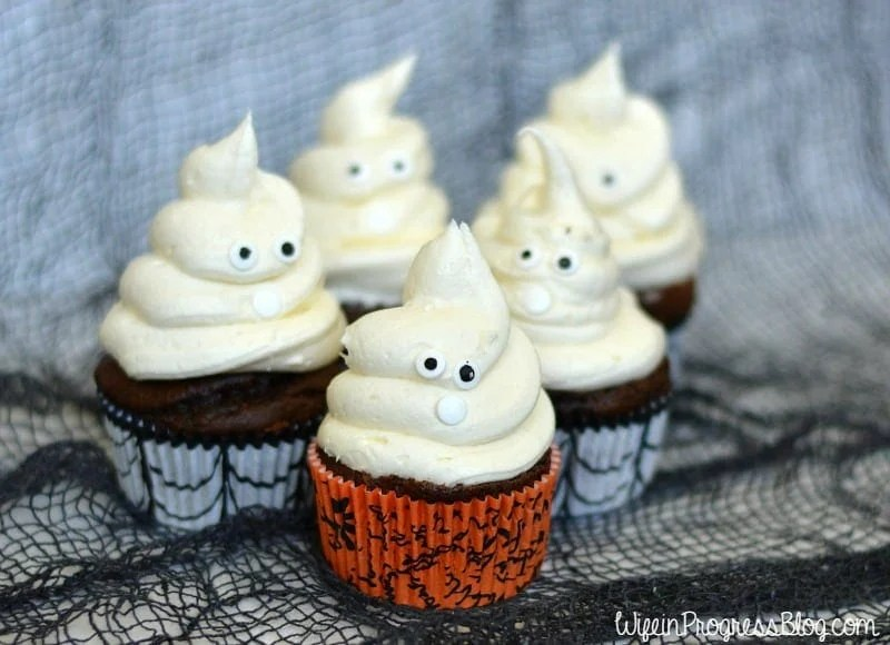 These cute Halloween ghost cupcakes are almost too adorable to eat!