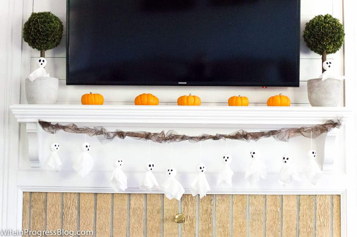 How cute are these little tissue paper ghosts? Make this tissue paper Halloween ghost garland in less than 30 minutes. The best part? The kids can make it and it costs practically nothing!