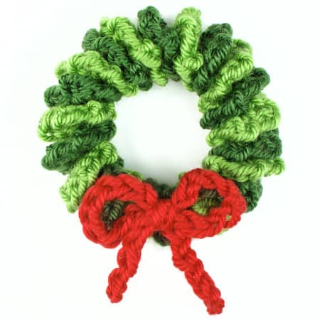 How cute would these mini yarn wreaths be!?! How to Make a Christmas Wreath - 21 of the best Christmas Wreaths That You Can Make Yourself!