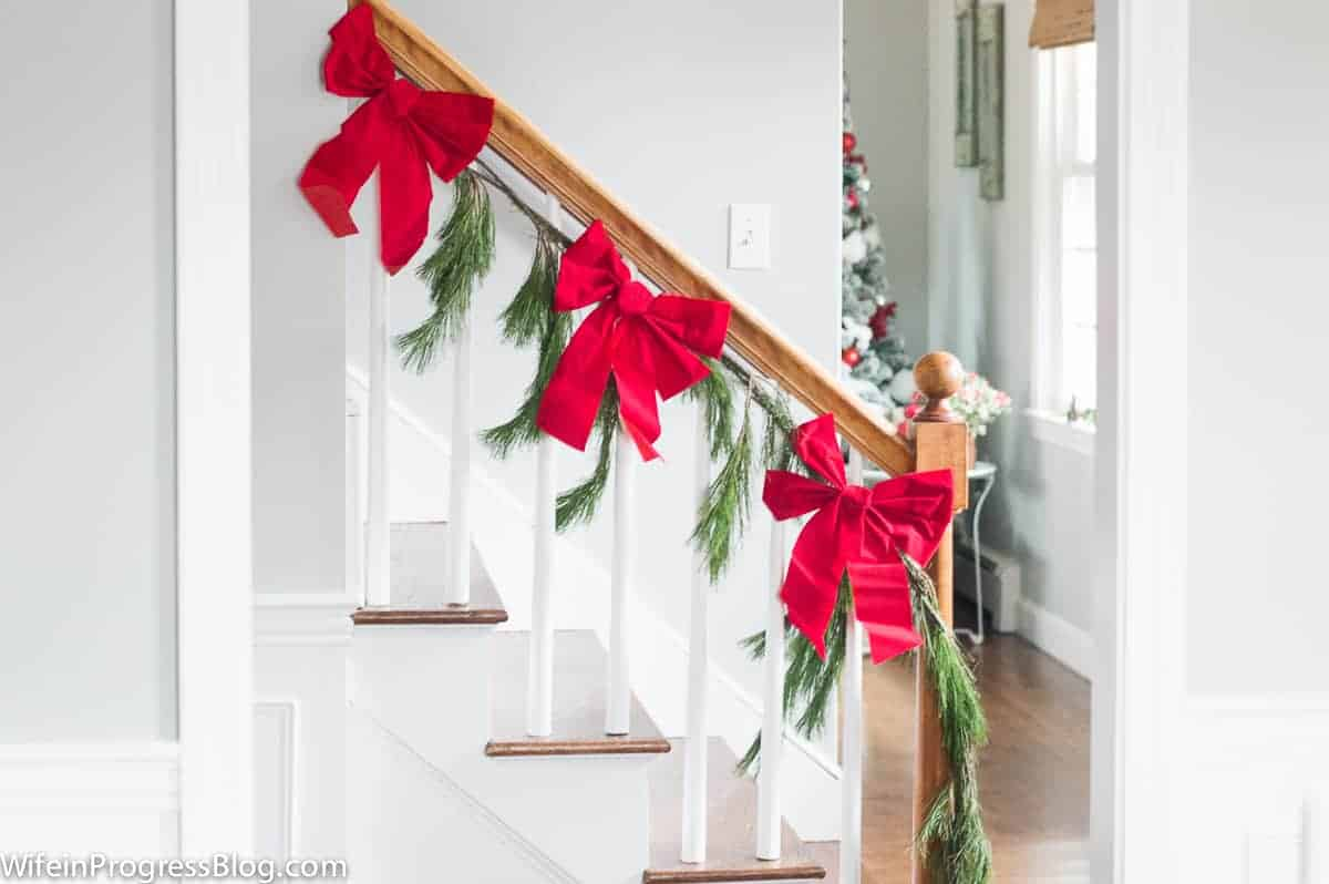 Christmas decorations - a simple garland with dollar store bows