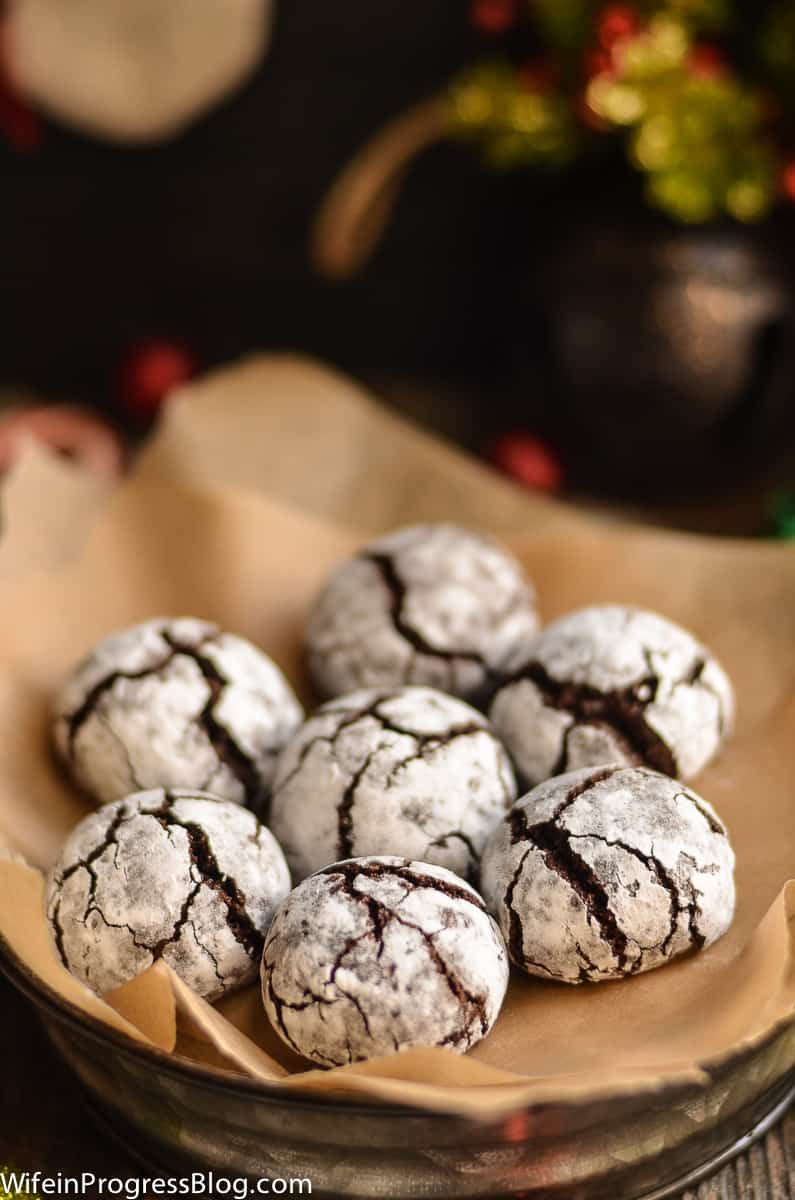 A classic Christmas crinkle cookie