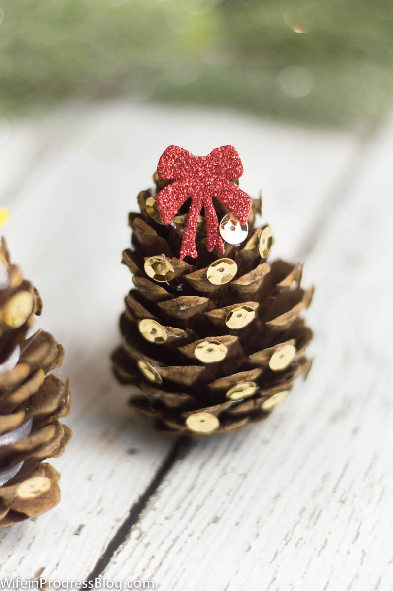 These mini Christmas trees are so cute and would make adorable tree ornaments too! Plus, they are a great craft for the kids this holiday season.
