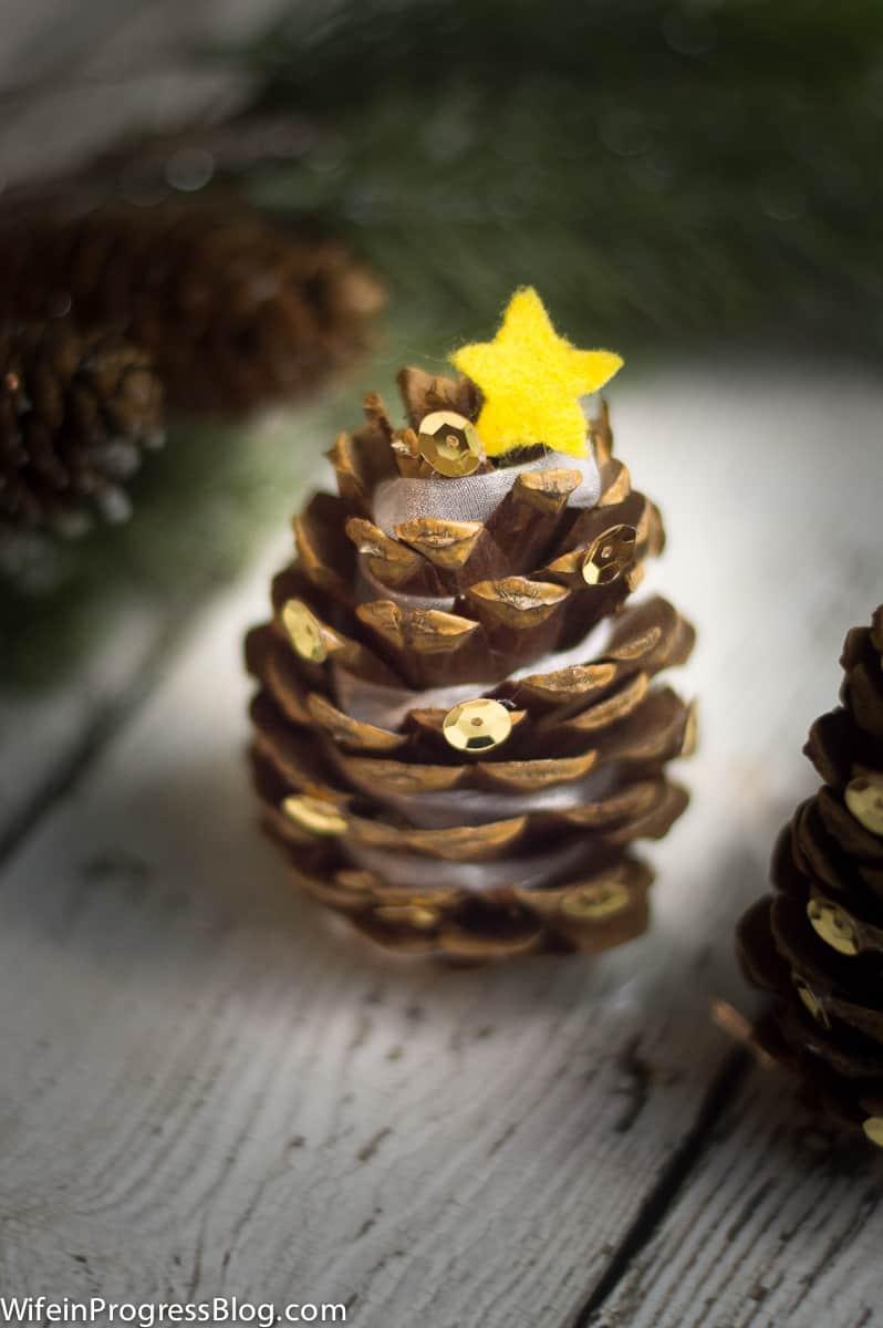 mini-pinecone-christmas-trees-6