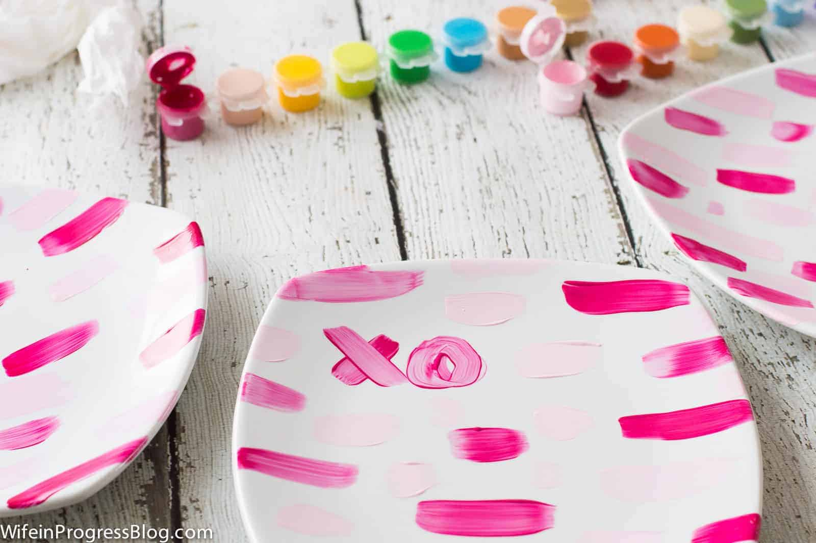 These painted Valentines plates are a quick craft that's fun for kids and great for gifts!