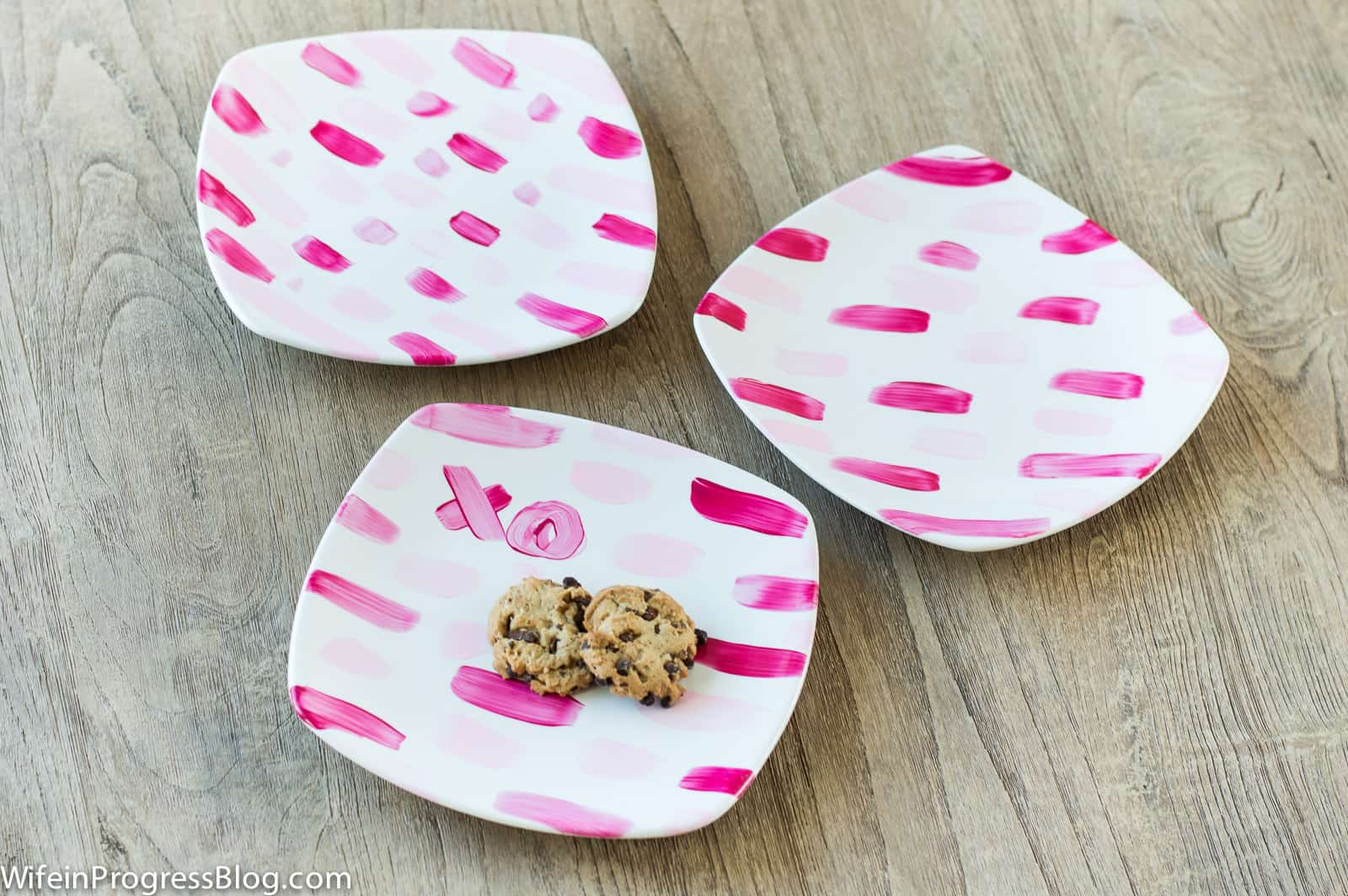 These painted Valentine's plates are perfect for serving sweet goodies to your loved ones