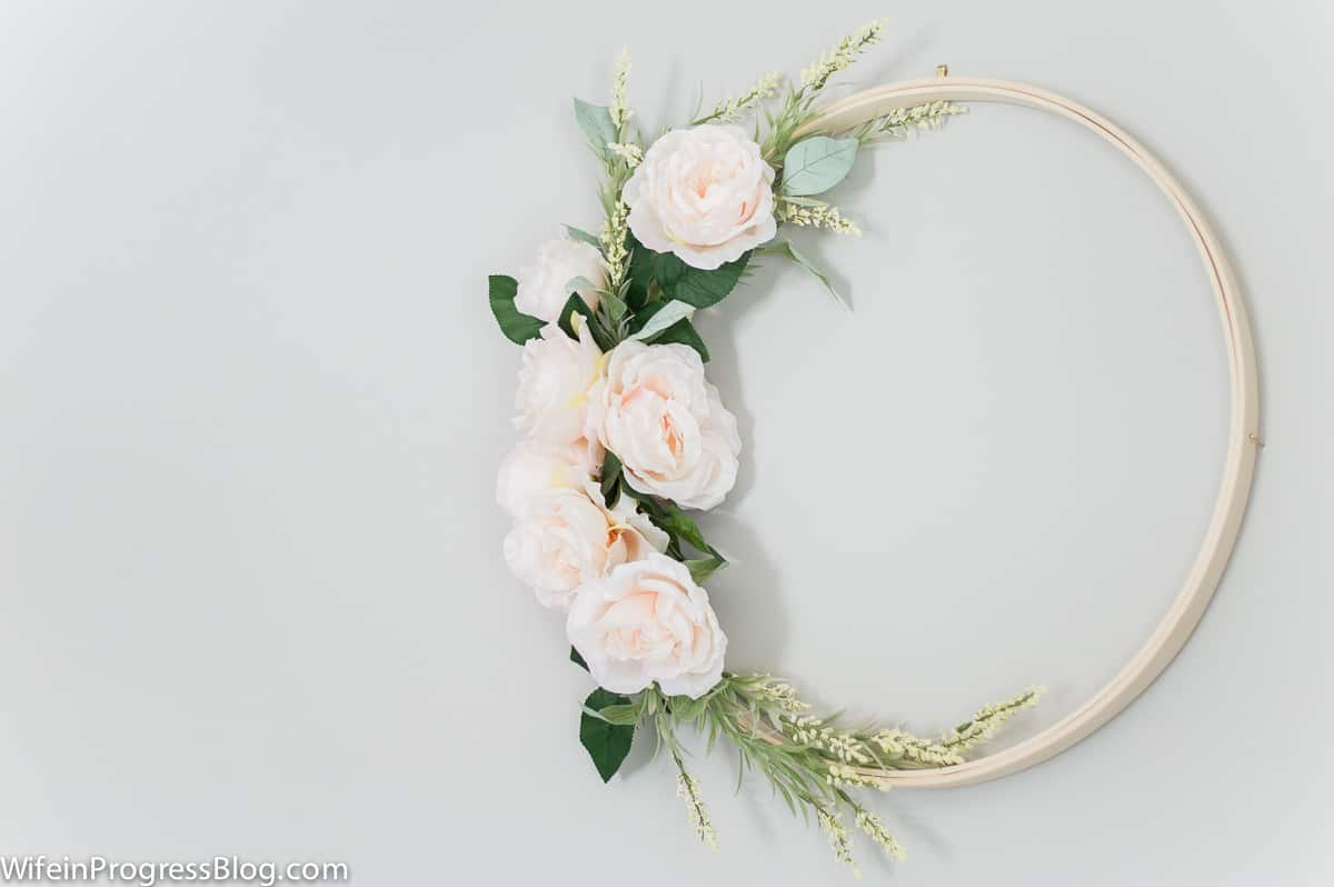 DIY embroidery hoop wreath | spring wreath ideas | DIY wreaths