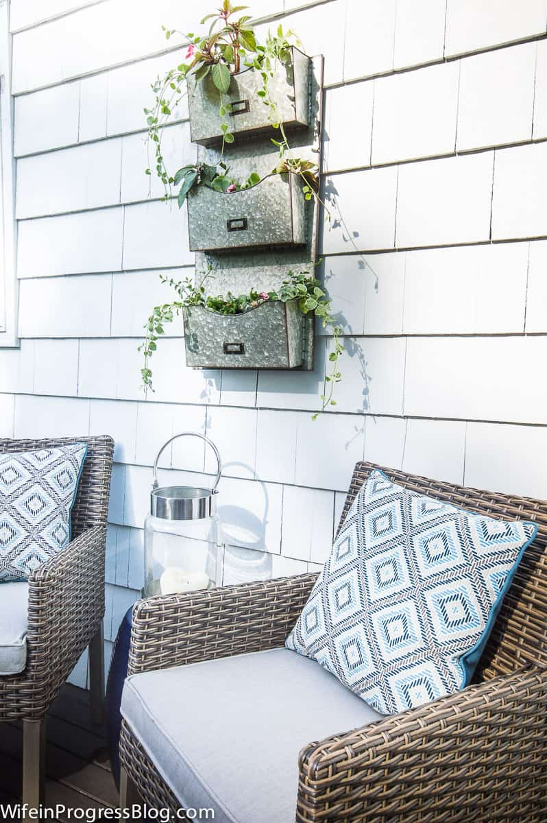 using a metal mail holder as a planter, what a simple idea!