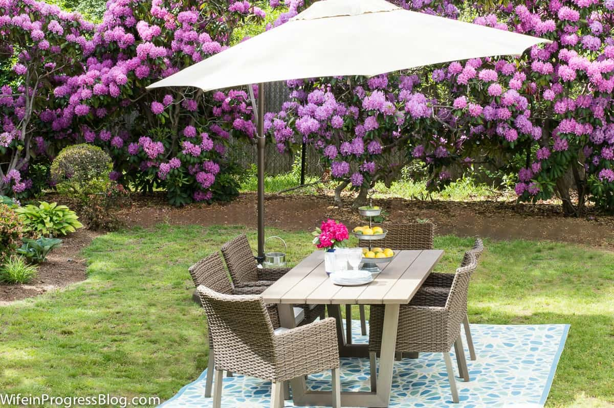 How to decorate a patio area