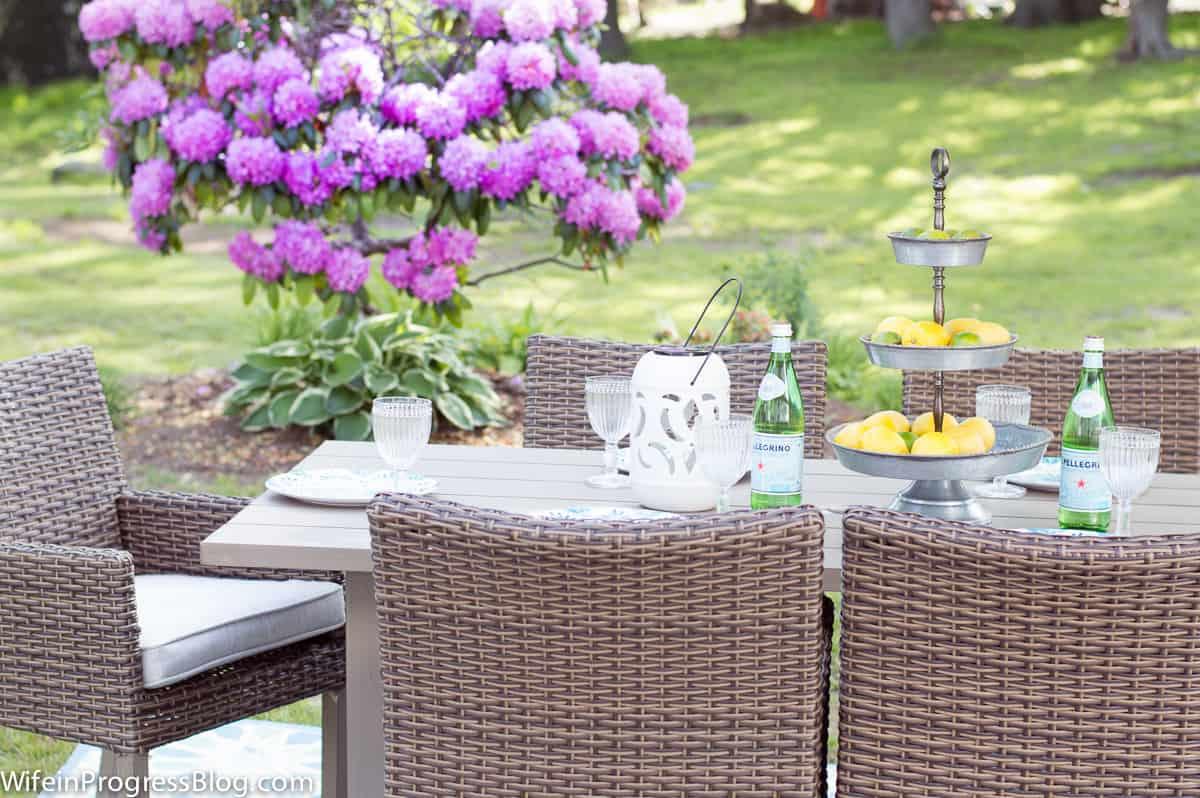 pretty outdoor decor | simple patio decor