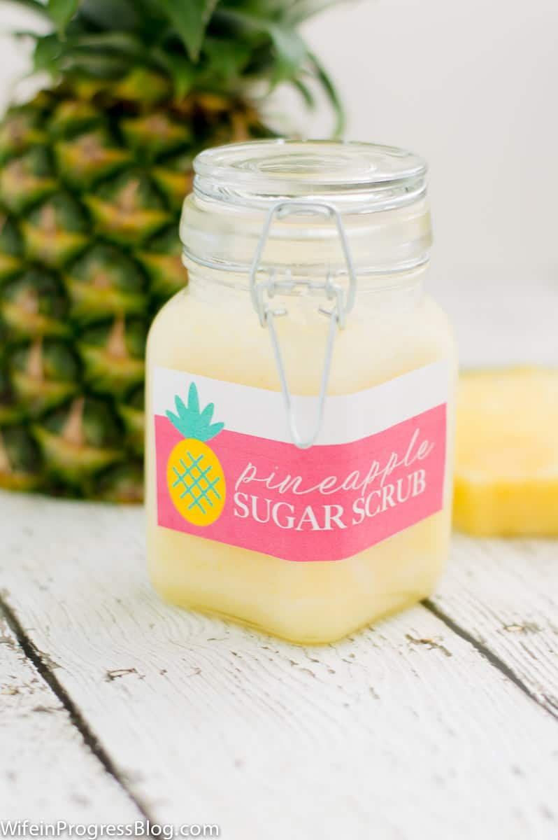 DIY Pineapple Sugar Scrub | A great summer hostess gift