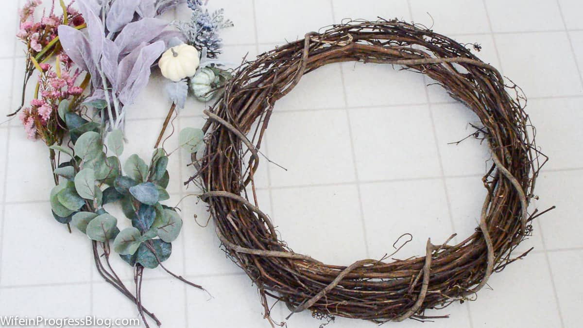 Make this pretty rustic mauve fall wreath | supplies