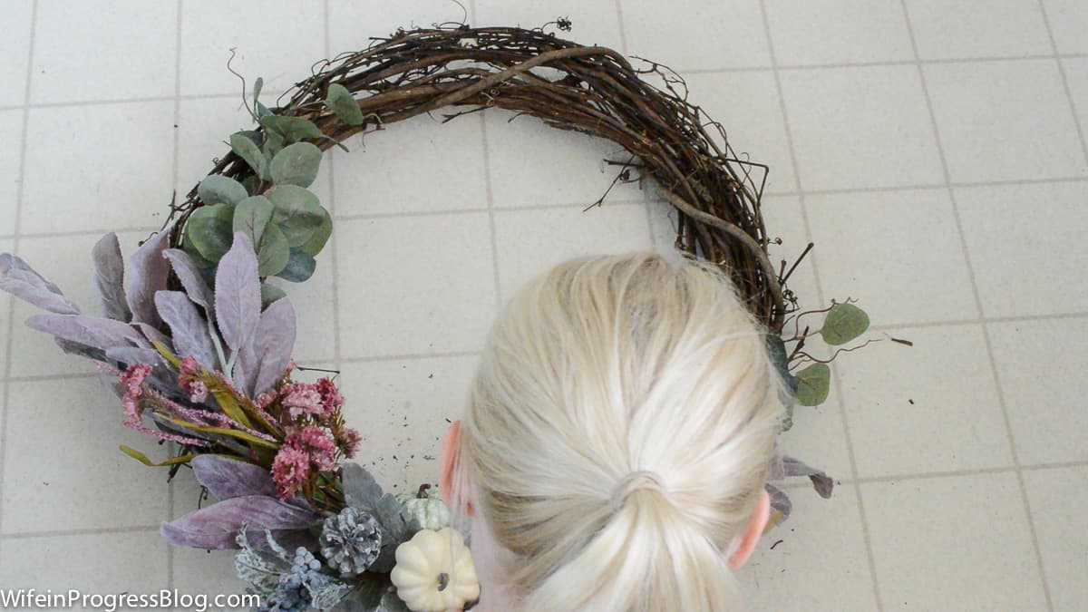 Learn how simple it is to make this pretty rustic mauve fall wreath