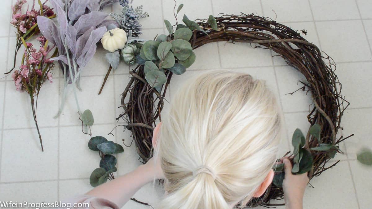 How to make this pretty rustic mauve fall wreath