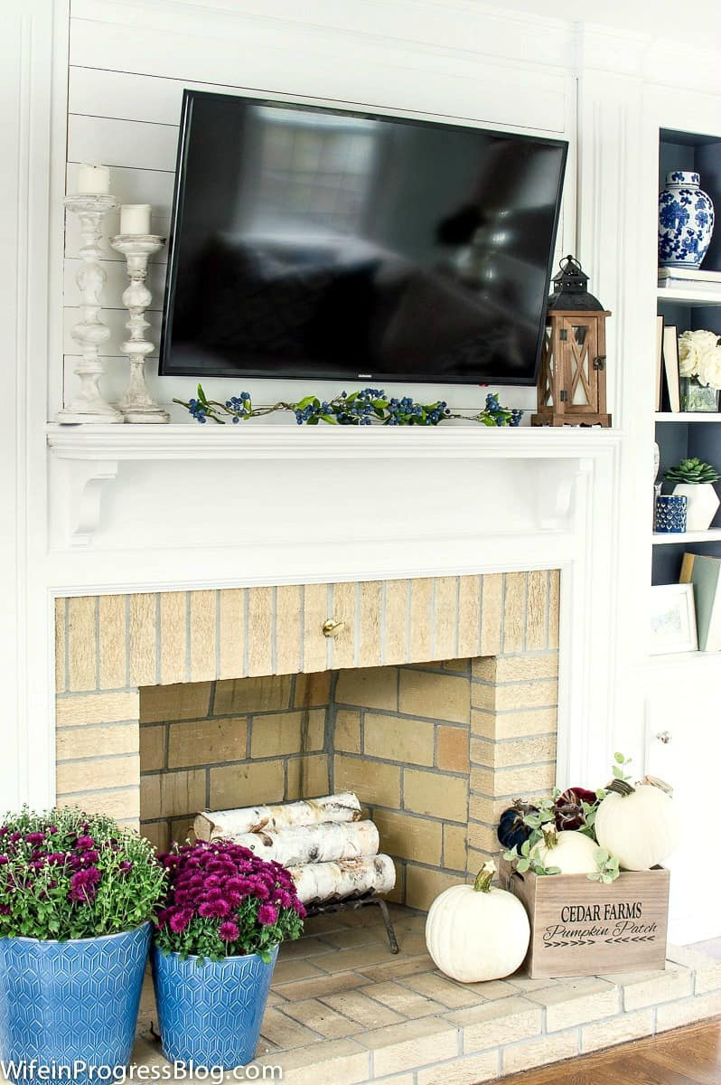Simple fireplace decorating for fall