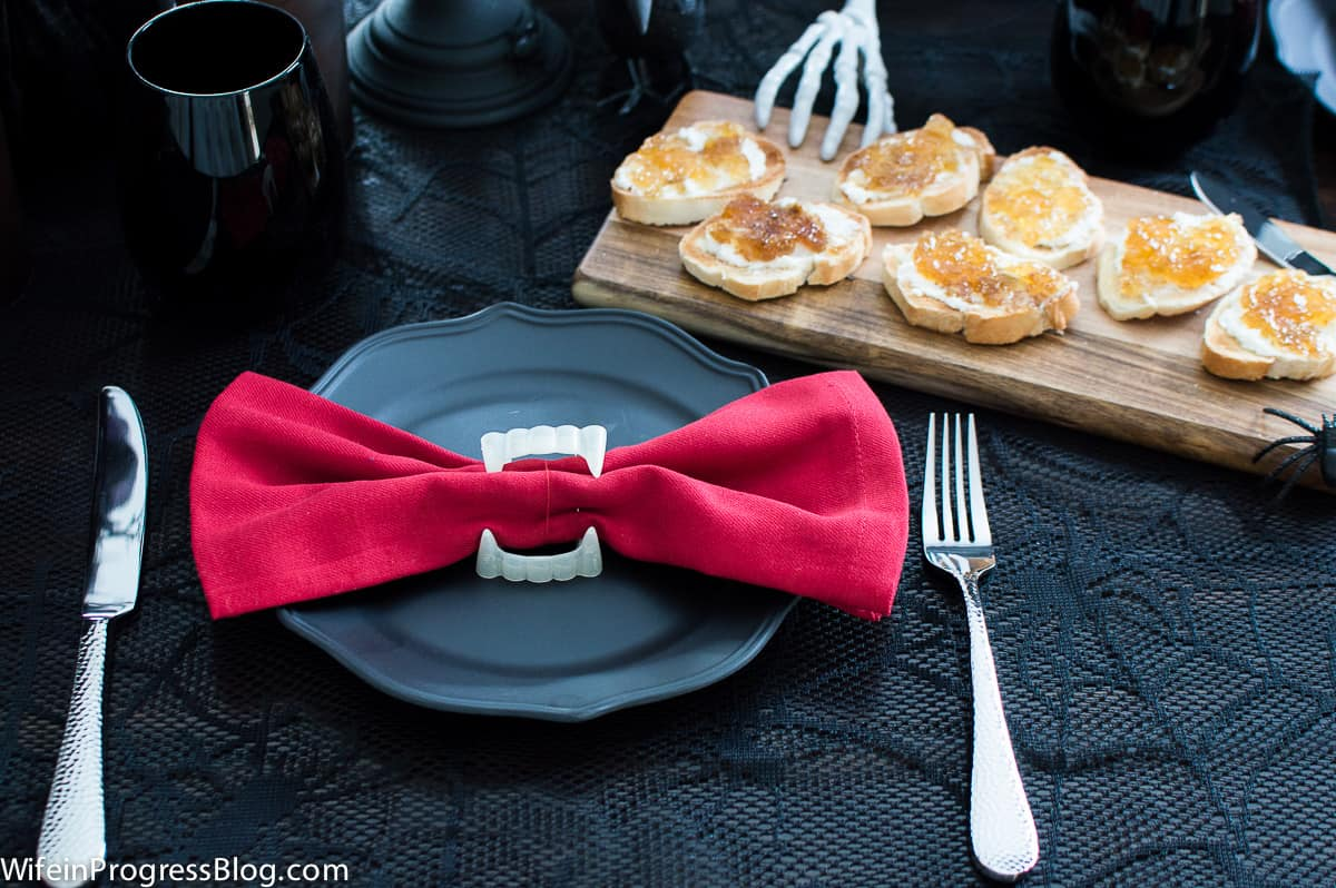 a gothic Halloween table setting is both a spooky and fun way to celebrate the holiday!