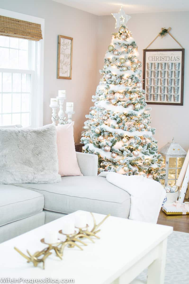 Romantic Christmas tree decor
