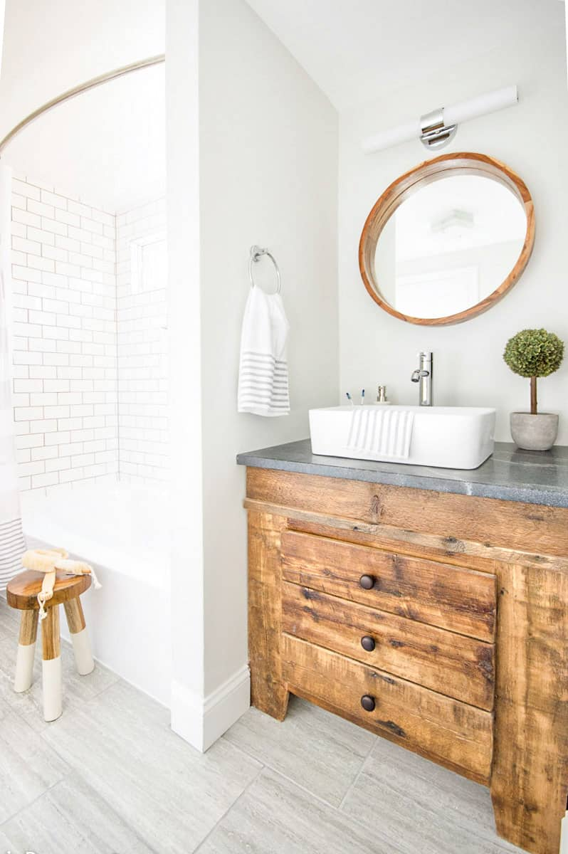 A 1960s pink bathroom gets a modern makeover full of rustic farmhouse charm!