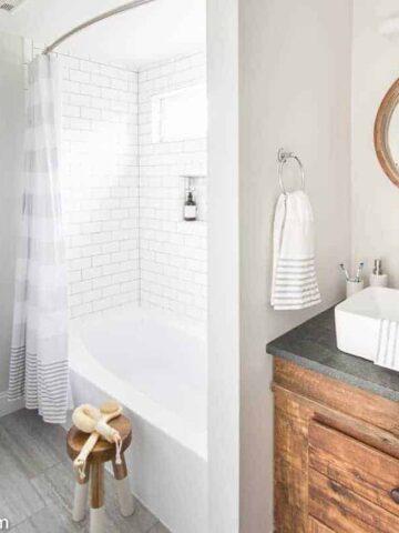 bathroom with bath, sink and mirror