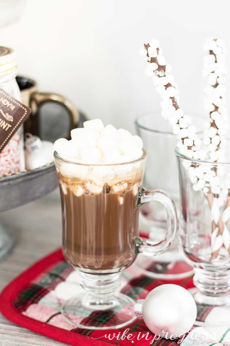 How delicious does this hot chocolate bar for Christmas look?