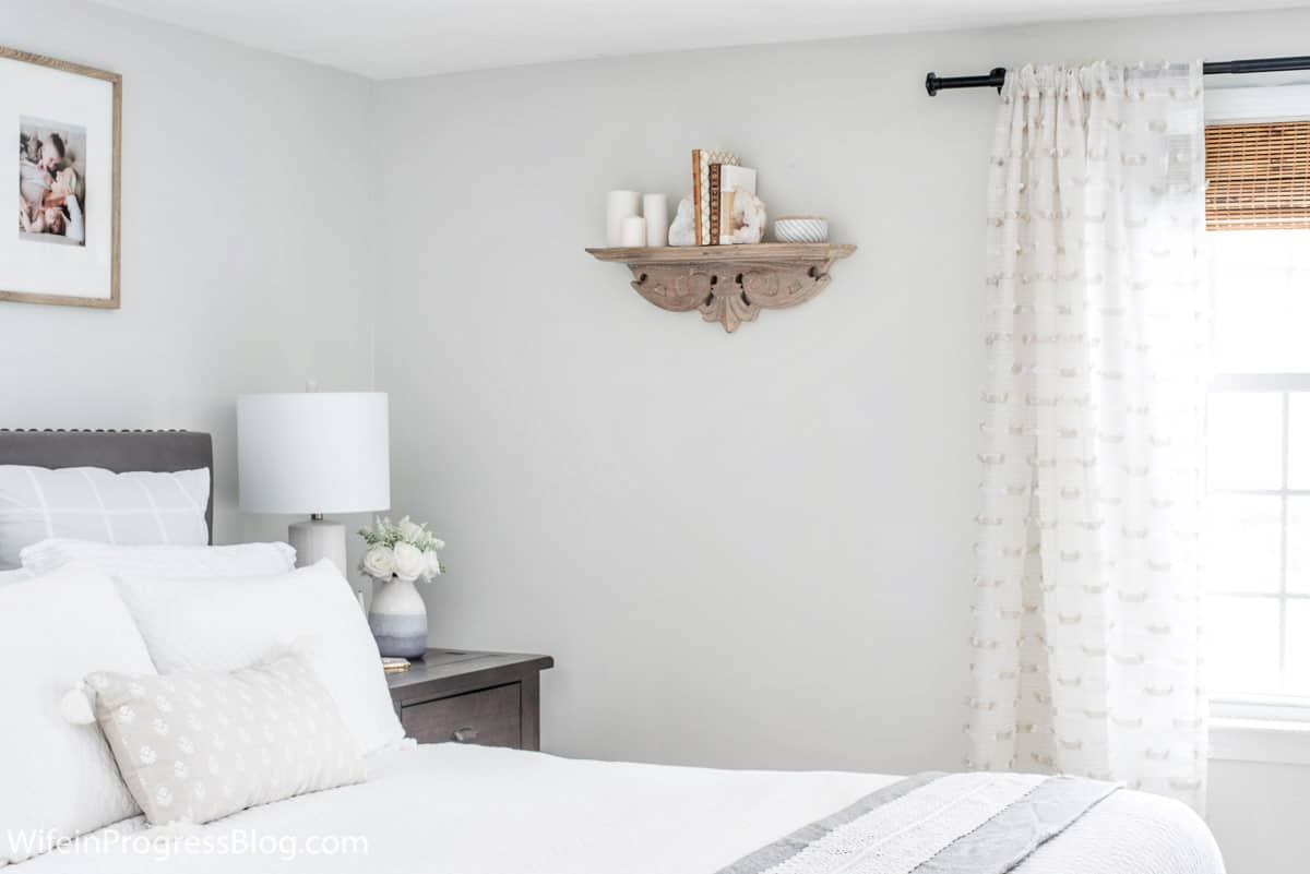 Great cozy decor ideas for a small master bedroom like this one that recently got a makeover