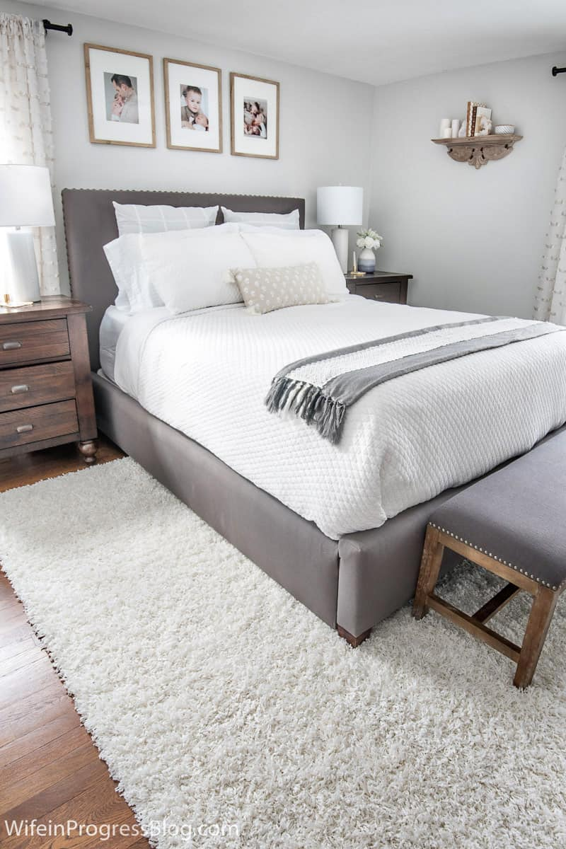 The before and after of this small master bedroom makeover is amazing. The before was so boring and the after is just full of cozy rustic charm!
