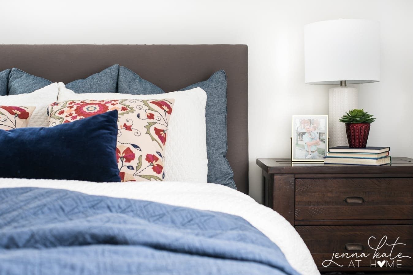 easy fall bedroom decor with only a few items