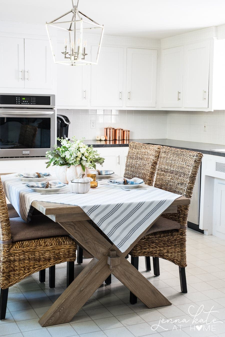 how to decorate the kitchen simply for fall